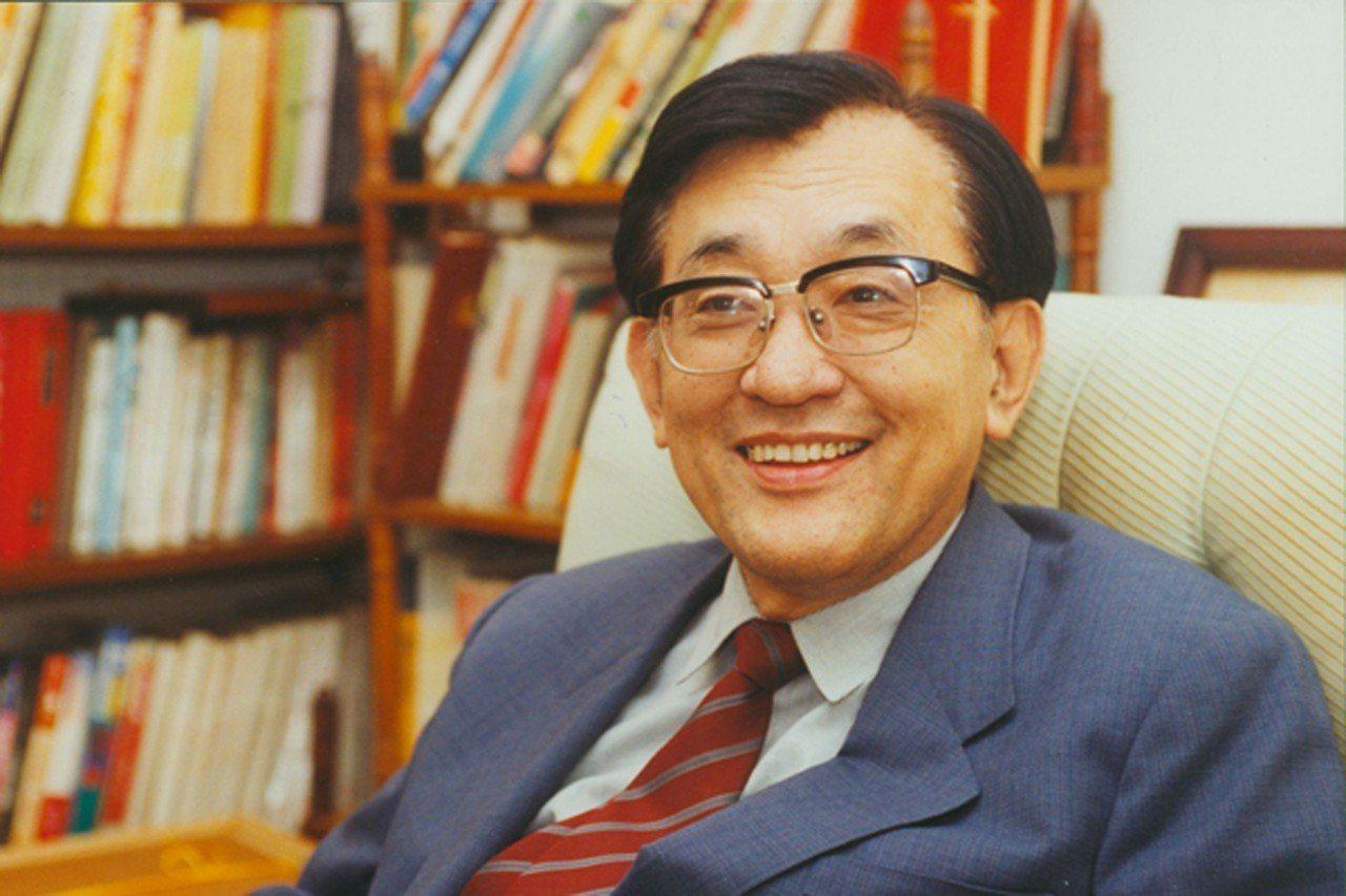 清大前校長沈君山今天上午10時因腸道破裂引發的感染逝於新竹馬偕醫院,享壽87歲。...