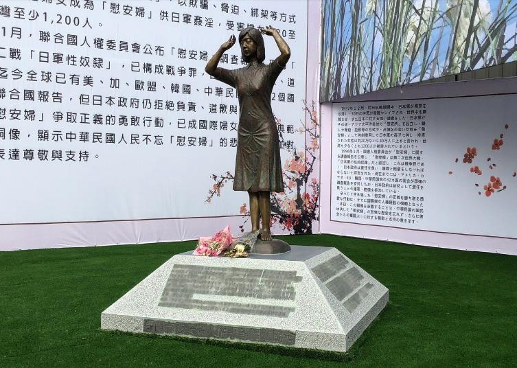 大陸官媒人民日報海外版今天發表評論,對於日人踢慰安婦銅像事件,「照出了某些人無底...