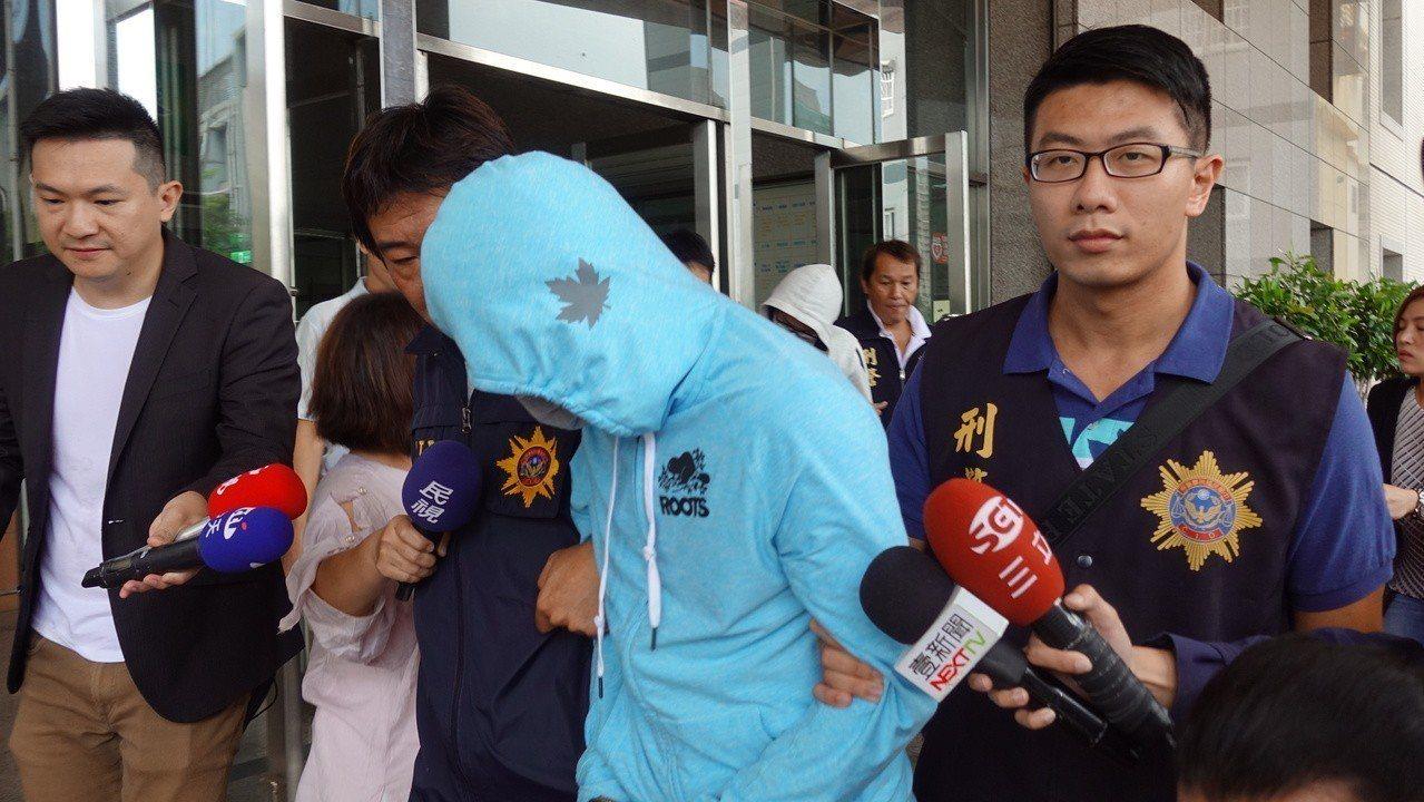 警方今上午移送殺人共犯蔡姓男子移送。記者劉星君/攝影