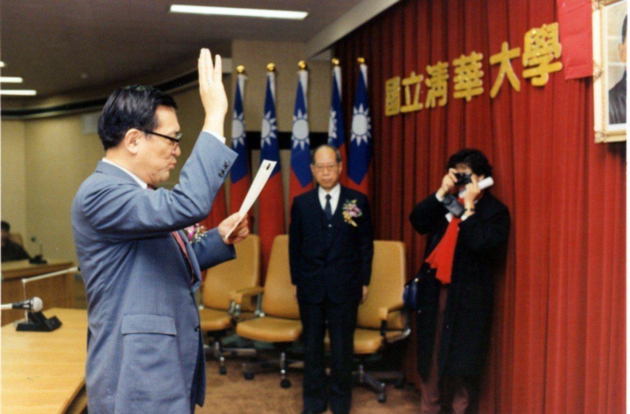 1994年沈君山擔任清大校長的宣誓就職。圖/清大提供