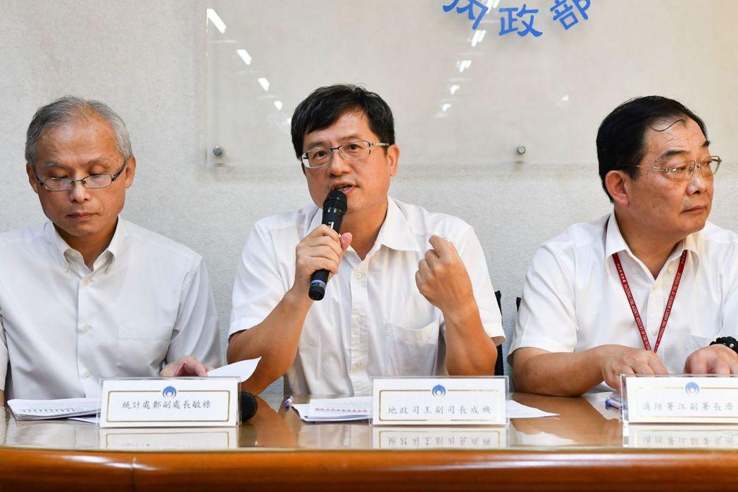地政司副司長王成機說明近三年不動產實價登錄情形。 圖/內政部提供