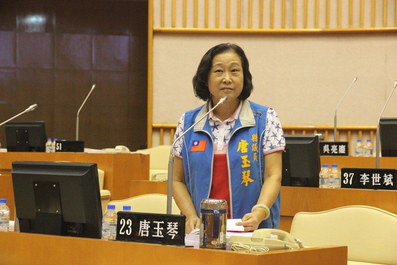 屏東縣議員唐玉琴今天與縣議員蔣月惠在議會爆發口角。記者翁禎霞/翻攝