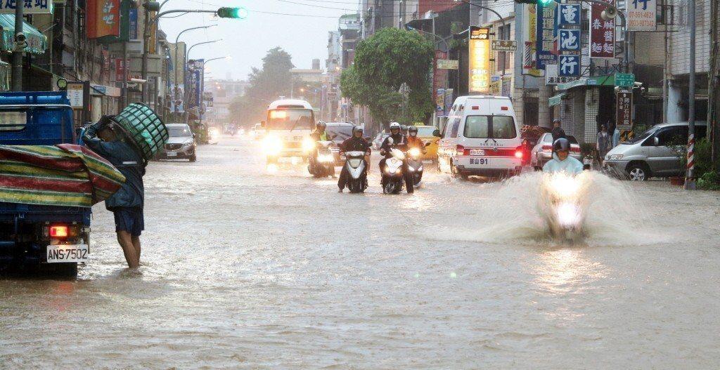台灣南部8月底因熱帶性低氣壓導致嚴重水災。 報系資料照