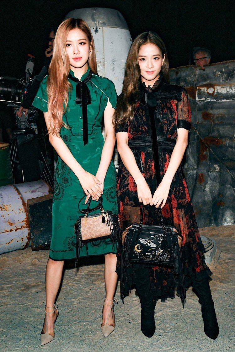 韓國女團BLACKPINK中的Ji Soo及Rose是COACH春夏發表的嘉賓。...