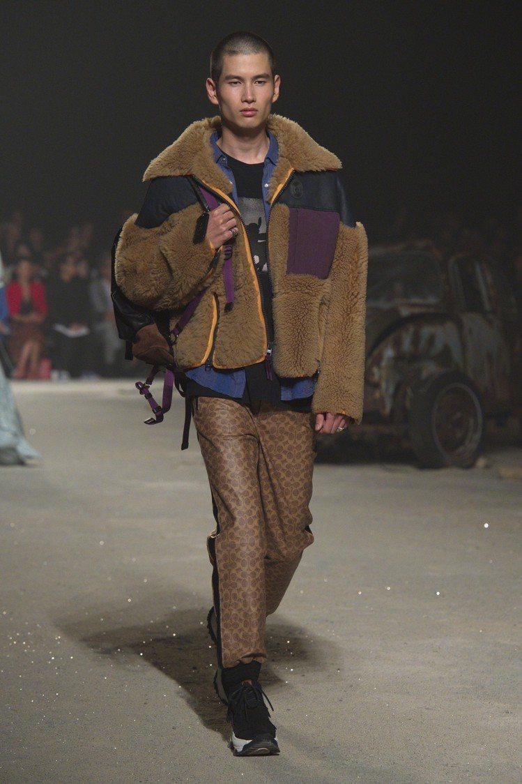 翻皮羊毛外套、C logo印花長褲打造2019春夏男裝。圖/COACH提供