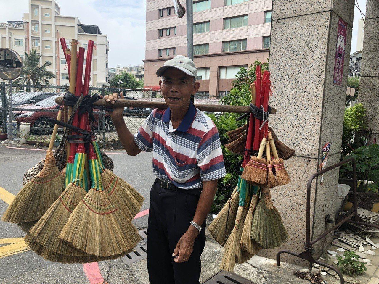 80歲陳哲男昨天出現在彰化市阿夷里。記者林敬家/攝影