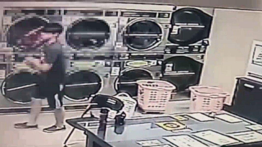 新北市一對情侶周日一起到新店區安德街一間自助洗衣店烘衣服,兩人離開才5分鐘,買完...