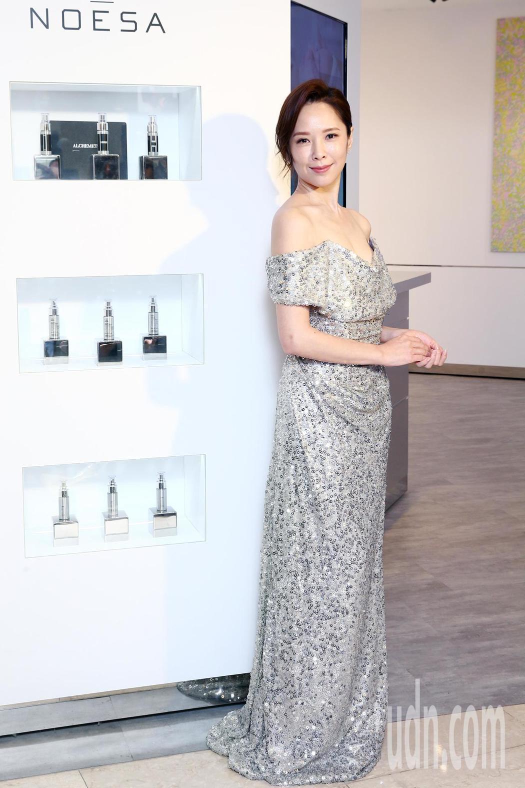 藝人天心下午演繹高貴抗老精華液,最近忙於拍戲的她跑遍北台灣,她表示吃與保養是她最