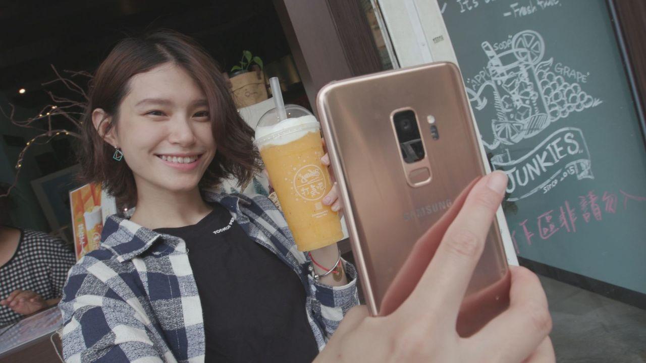 Samsung Galaxy S9+是Grace工作與休閒的好夥伴。記者蘇聖倫/...