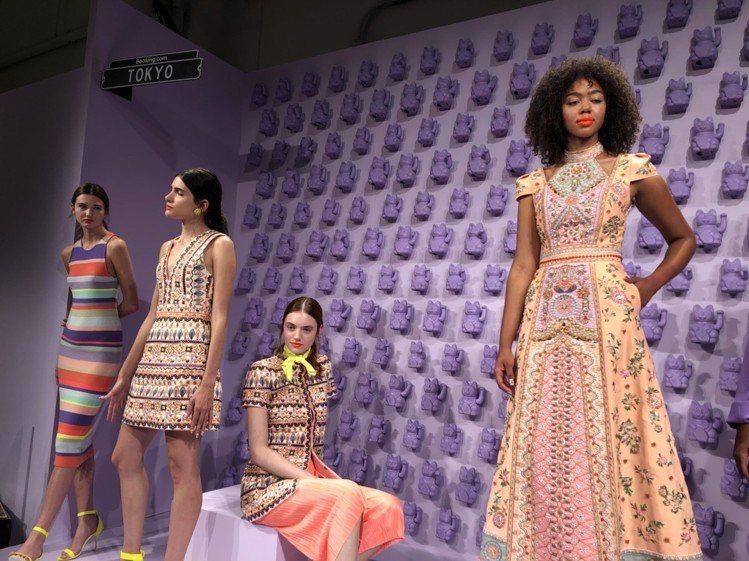 東京區的牆面是滿滿的薰衣草紫色招財貓。圖/記者楊詩涵攝影