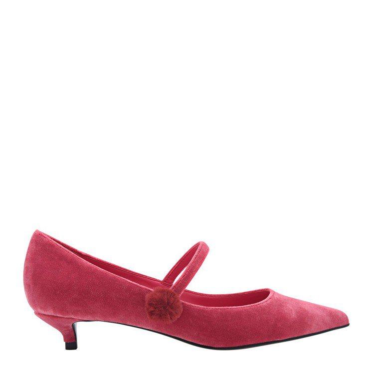 Charles & Keith毛球點綴瑪莉珍鞋,1,490元。圖/Charles...