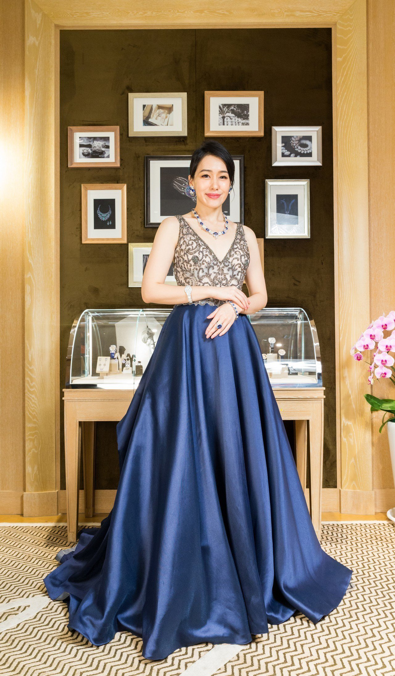 陈妍岚爱蓝宝萧邦2亿顶级珠宝上身