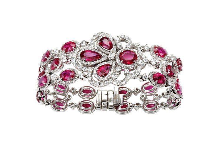 Red Carpet系列紅寶石套組珠寶,手鍊鑲嵌紅寶石總重34.18克拉、鑽石7...