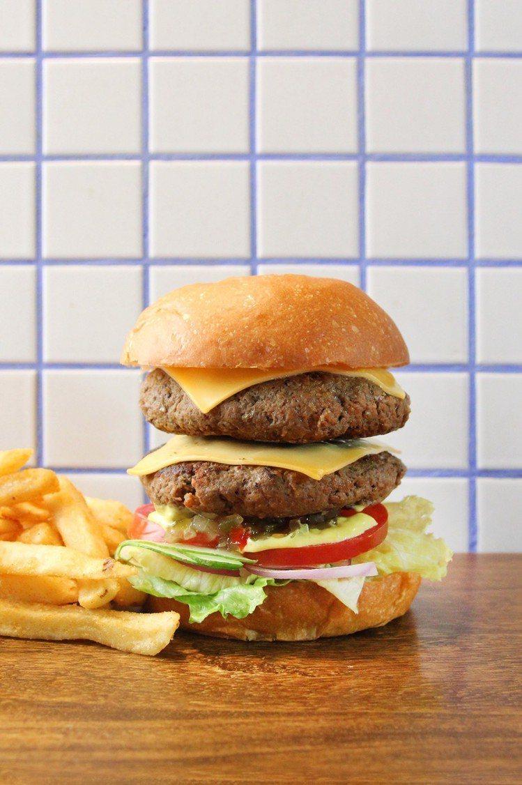 台北天成大飯店Burger Lab.漢堡研究室推出升級大份量漢堡活動。圖/台北天...