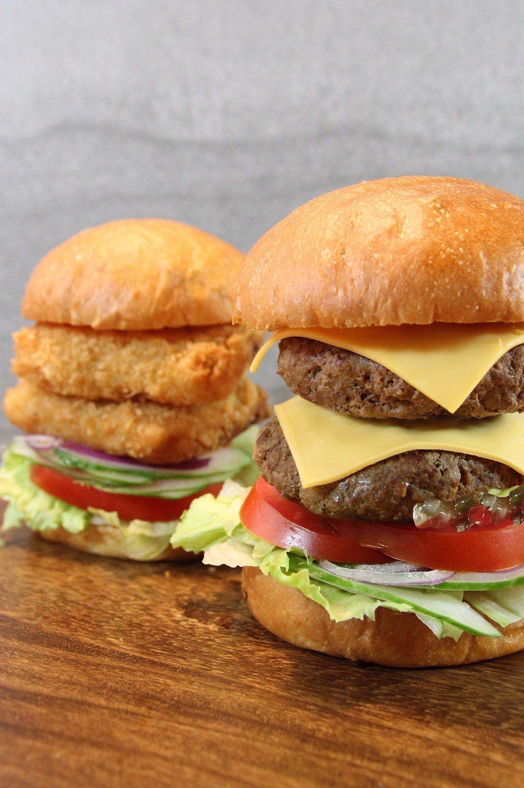 單點價位最低120元起,點選指定口味就能獲得漢堡升級。圖/台北天成大飯店提供