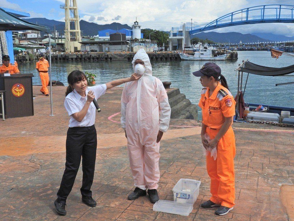 海巡人員一旦發現從大陸疫區私帶回的肉品後,第一時間須將船員消毒隔離,並由海巡人員...