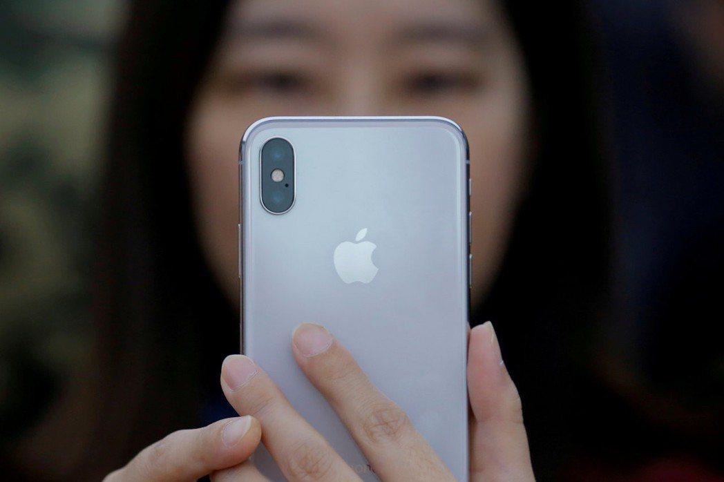 蘋果預料美國時間12日將發表最新款iPhone,外界猜測可能會搭載虛擬的eSIM...