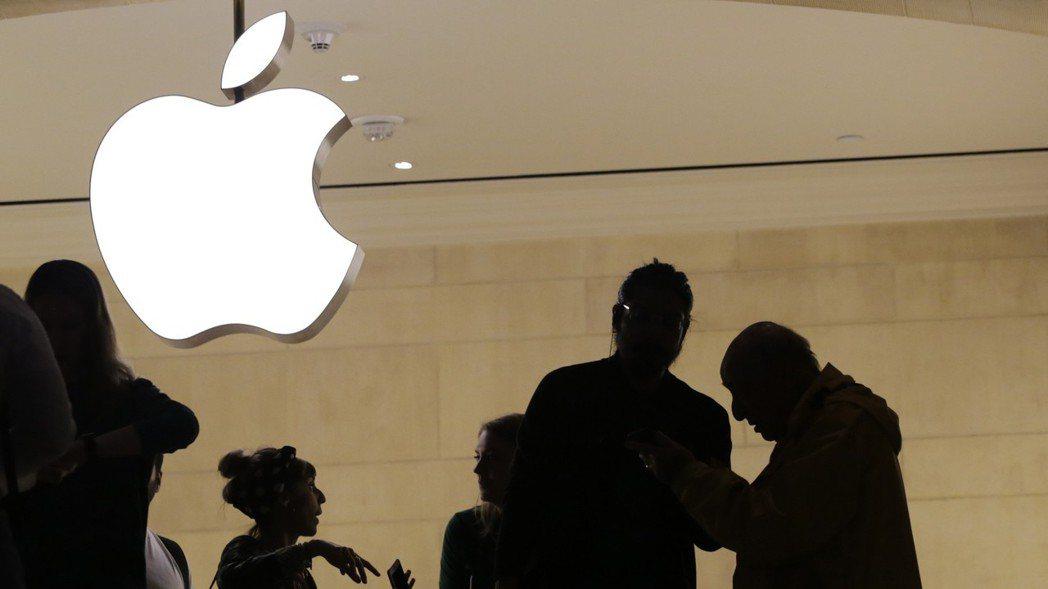蘋果新品發表會前夕,官網竟先行洩露新款手機名稱。  美聯社