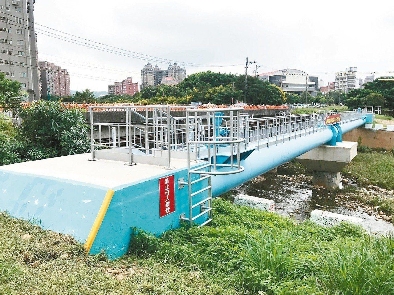 桃園市蘆竹區桃林鐵路供水改善工程完工全線通水。 記者曾增勳/攝影