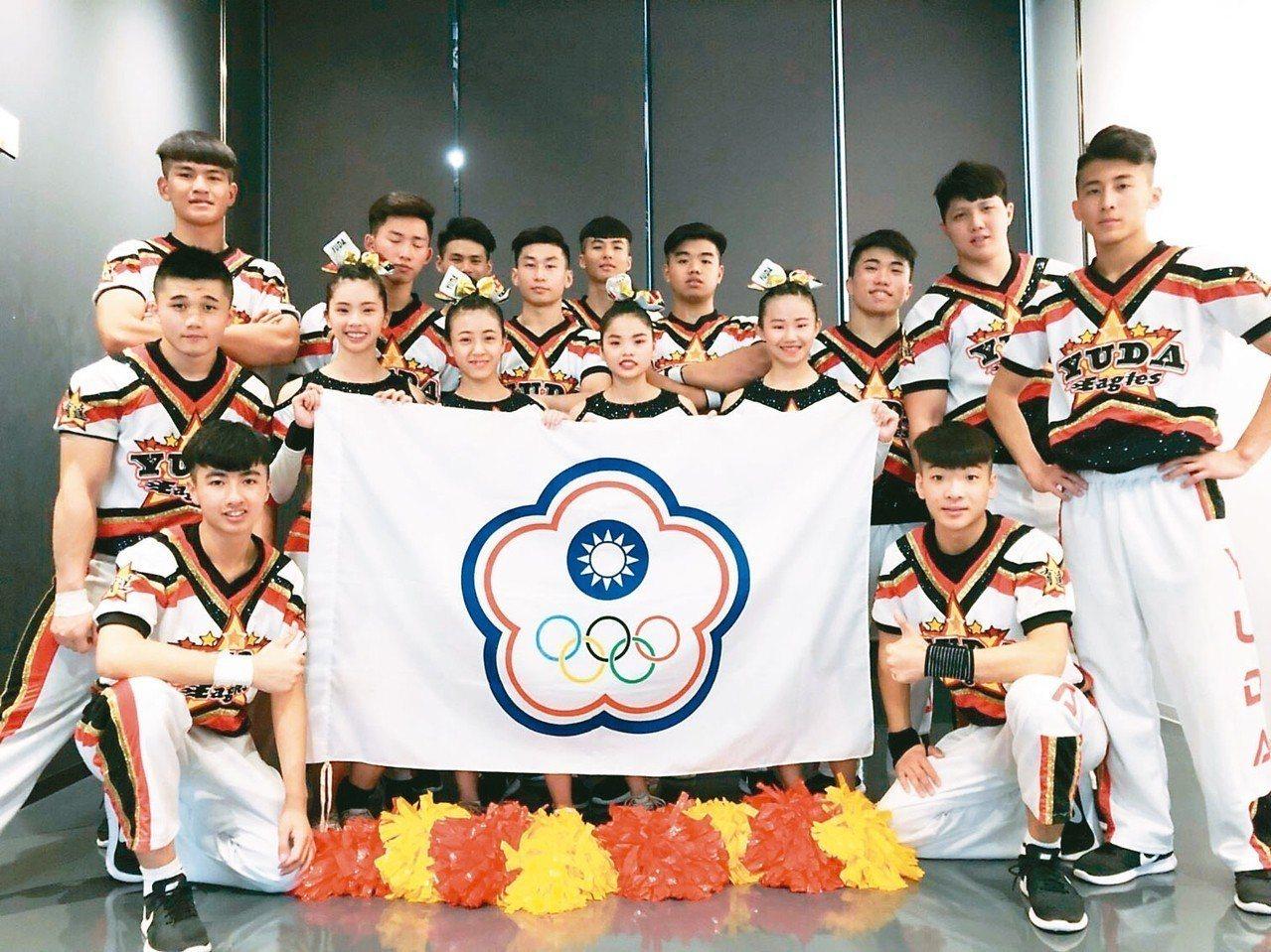 桃園育達高中競技啦啦隊,在2018亞洲青少年啦啦隊賽,勇奪青少年啦啦隊大組亞軍。...