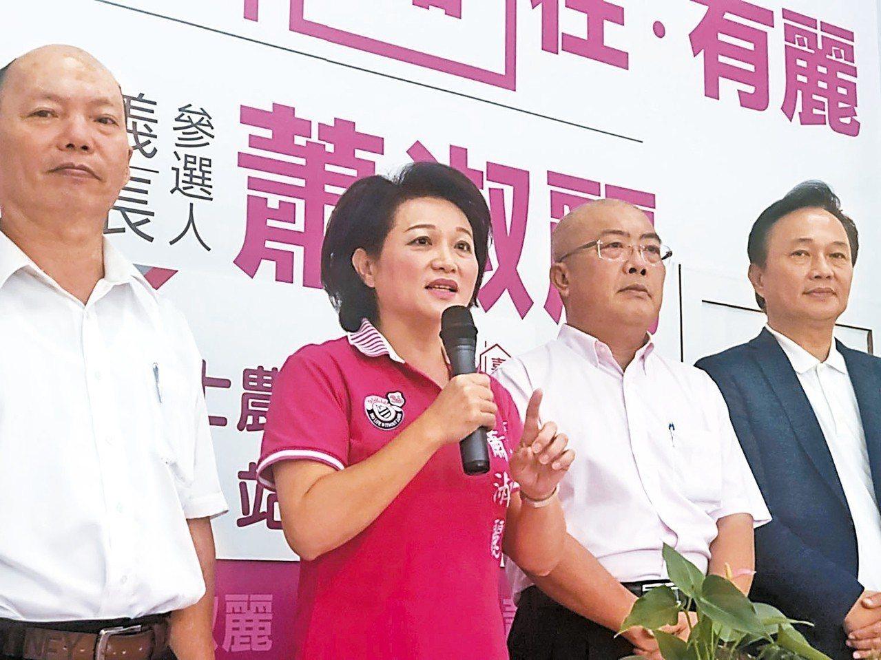 無黨籍嘉義市長參選人蕭淑麗(左二)說,治水要從長計議,不只是雨水下水道清淤。 本...