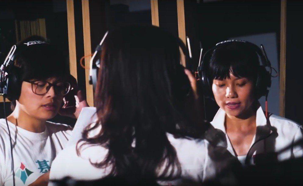 基進黨推出競選歌曲「咱徛出來」,由北中南所有黨籍市議員參選人一起合唱。 記者蔡孟...