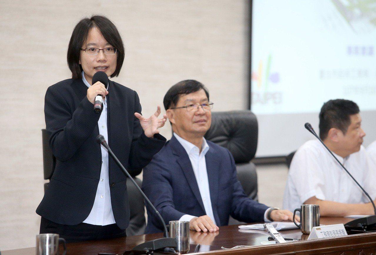 北農總經理吳音寧(左)10日出席「雙首長會議」,會中確定規畫內容作為後續環評基準...