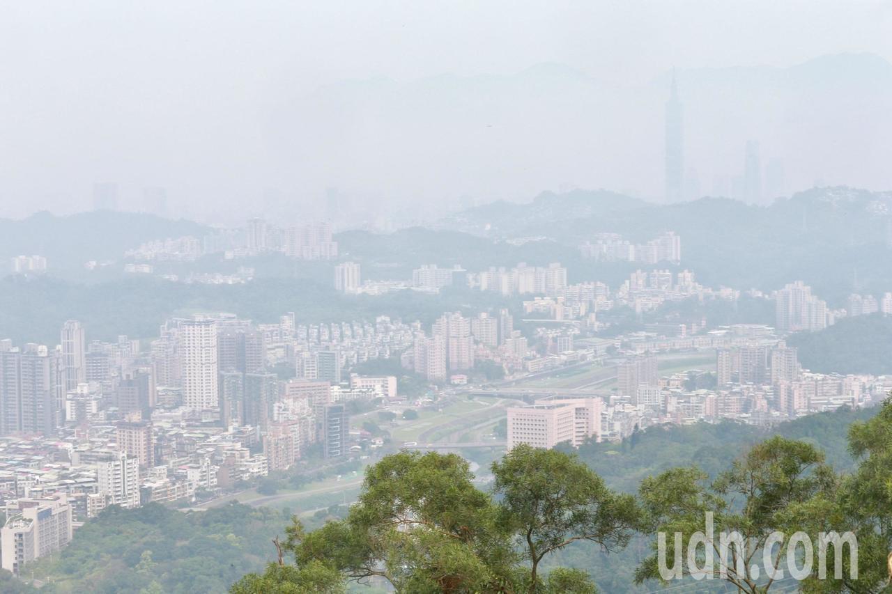 近年醫學界已證實PM2.5是引發心血管疾病的原因之一。 記者黃義書/攝影