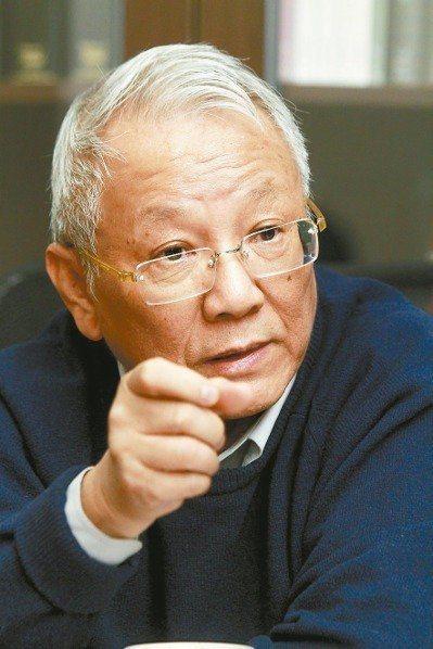 曾志朗認為,相較於前兩位部長,葉俊榮曾為法律系教授、嫻熟行政法,所做的決定卻跟前...