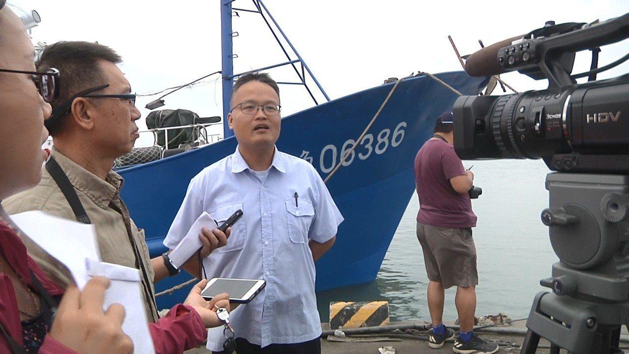 金門海巡隊組主任趙威超說,連日來巡弋復國墩海域,前日查獲「閩O台漁06386」1...