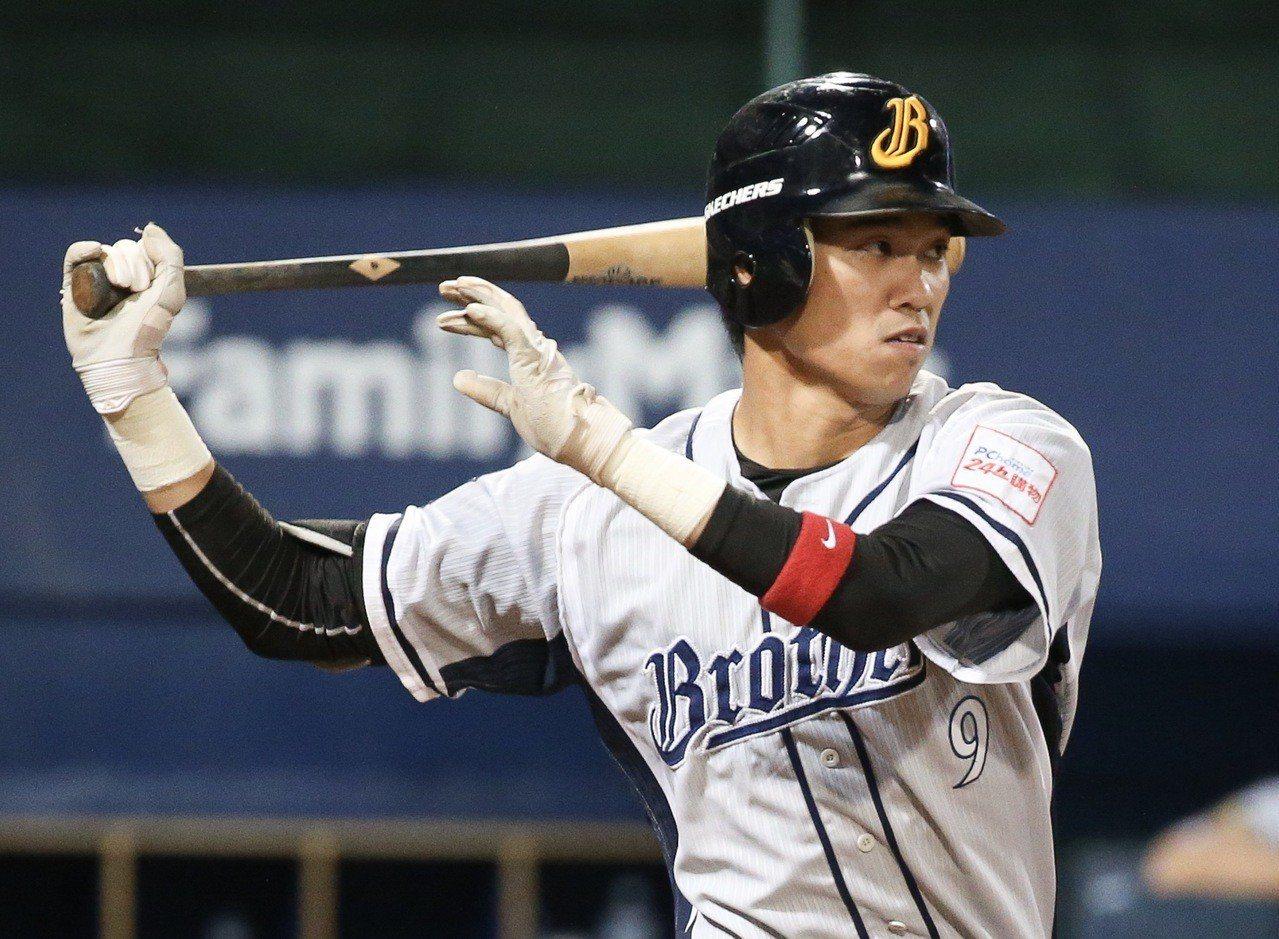 中信兄弟王威晨7局下盜壘成功,成為中職史上第8位單季40盜的球員。 聯合報系資料...