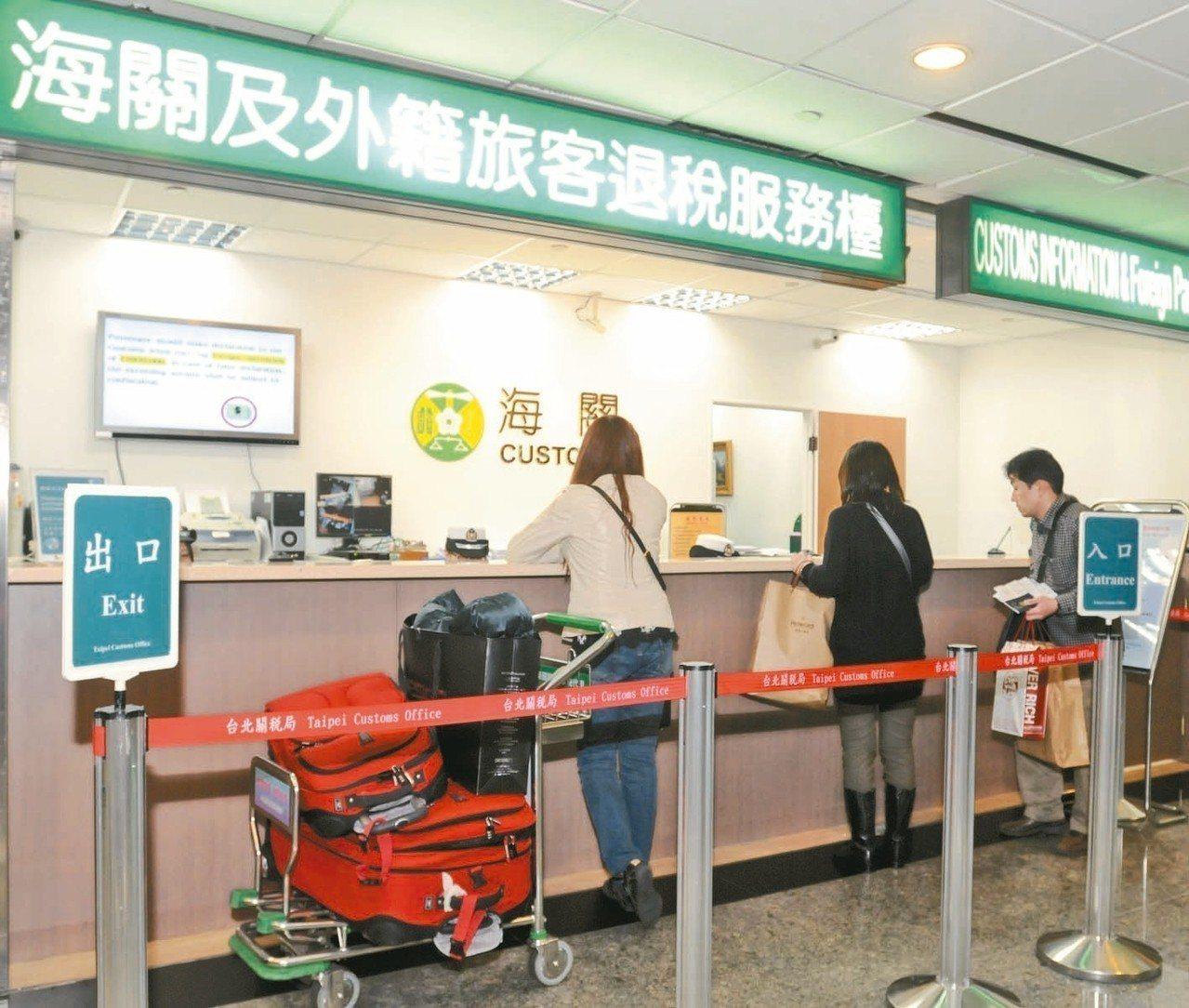 雖然全年來台旅客人次千萬以上,但去年比起前二年,高消費力的外籍旅客顯著減少,機場...
