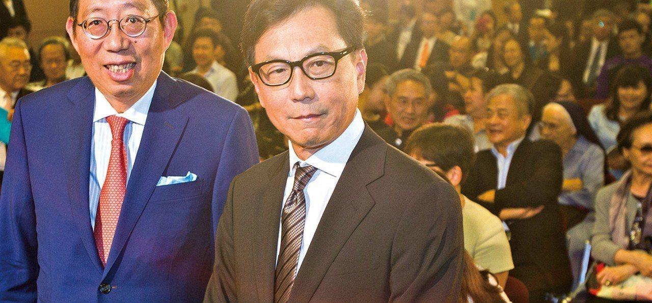 蔡明忠(右),蔡明興兄弟對華頓商學院捐獻不遺餘力。