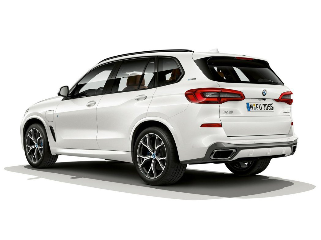 全新BMW X5 xDrive45e iPerormance綜效馬力可達394hp。 摘自BMW