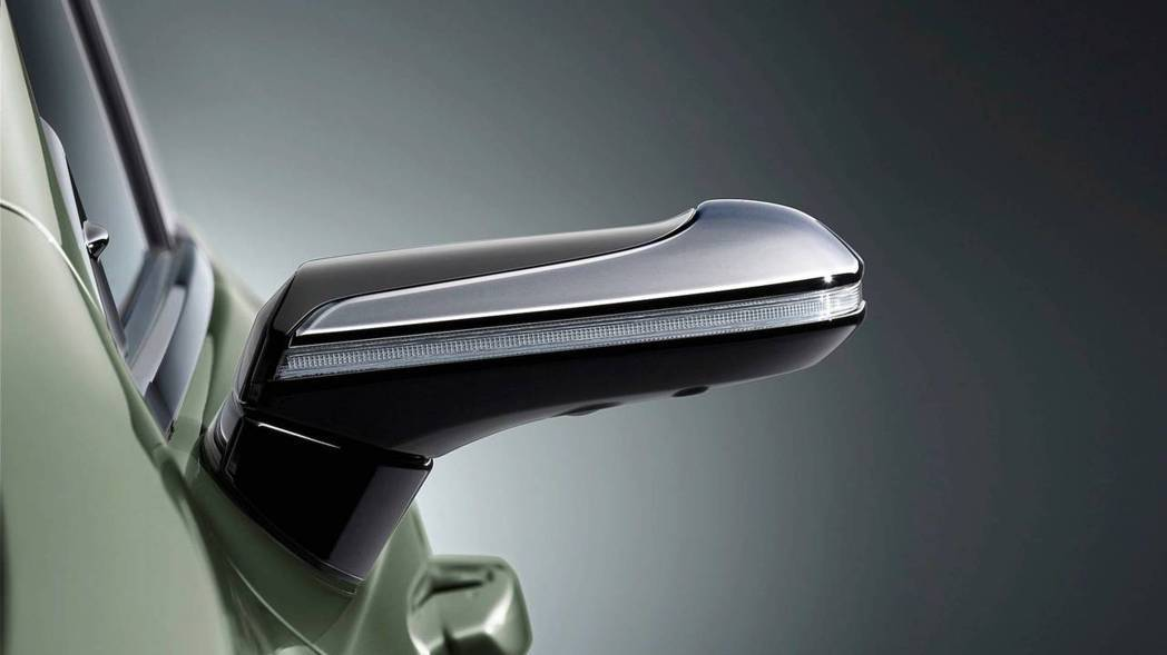 數位鏡頭後視鏡體積小,有降低風阻及提升A柱視野的優點。 摘自Lexus