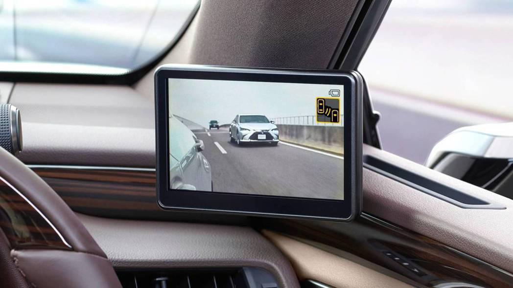 日規Lexus ES將會在兩側A柱加裝5吋大小的後視螢幕。 摘自Lexus
