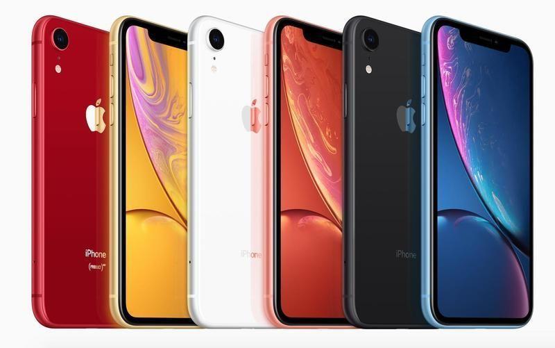 新款當中較平價的iPhone XR 還有多種顏色可選擇。 圖片來源/ apple...