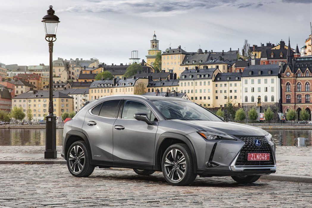 全新Lexus UX200在美售價折合台幣不到百萬元。 摘自Lexus