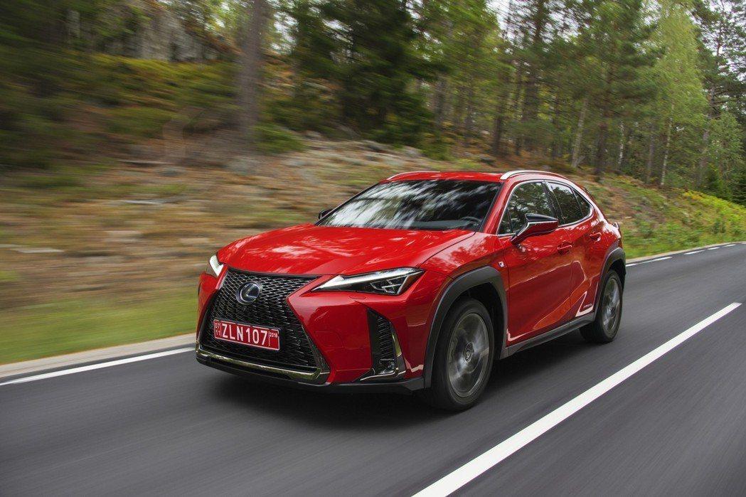 UX250h的價格也只比汽油版本多了2,000美元。 摘自Lexus