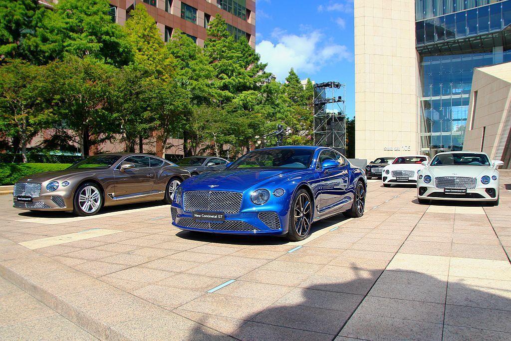 Bentley Taiwan特別集聚15輛首批抵台的全新Continental GT於台北市信義區,不僅為新車造勢,也為品牌第一個百周年盛大開場。 記者張振群/攝影