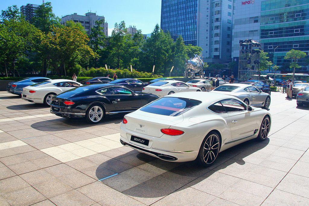 全新第三代賓利Continental GT繼去年底於台北國際新車大展首發,並在今年接獲近50張訂單後,首批下訂車主終於能在年底前拿到車。 記者張振群/攝影
