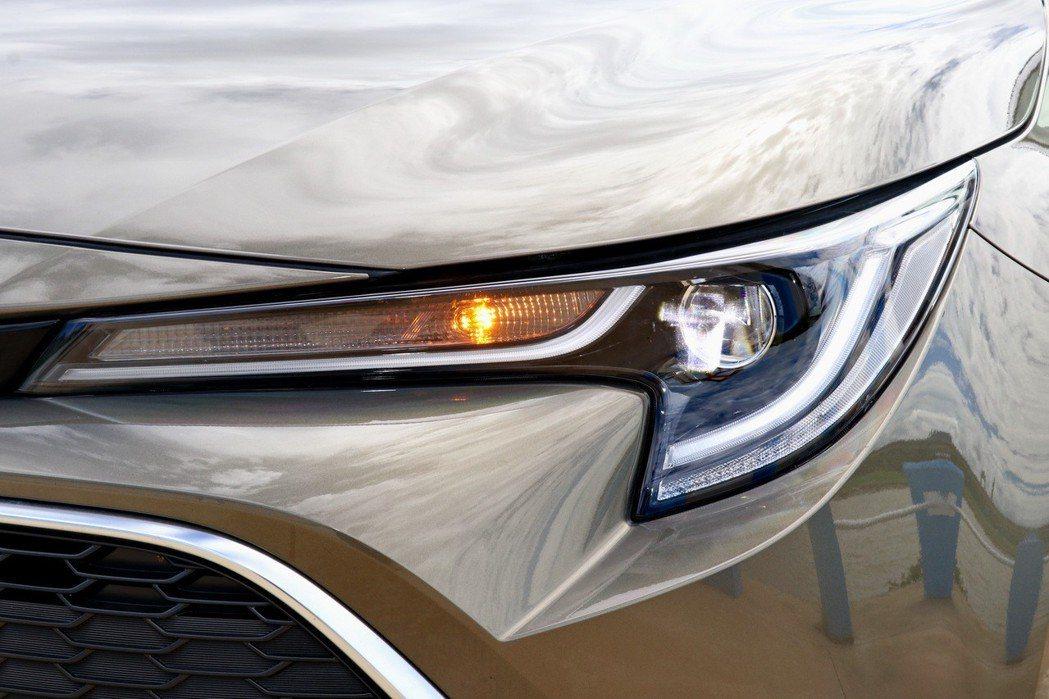 採用兼具帥氣與科技感LED Bi-Beam頭燈組。 記者陳威任/攝影