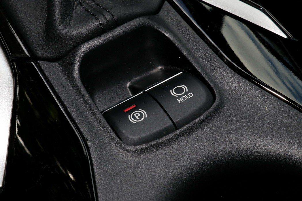 最新的Toyota Auris也具備EPB電子駐車煞車、Auto Hold電子手...