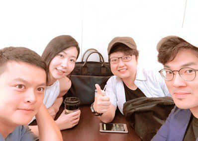 投入已經不算新的「新媒體」,劉毓菁(右2)認為「獨特性」很重要。圖/意義製造提供