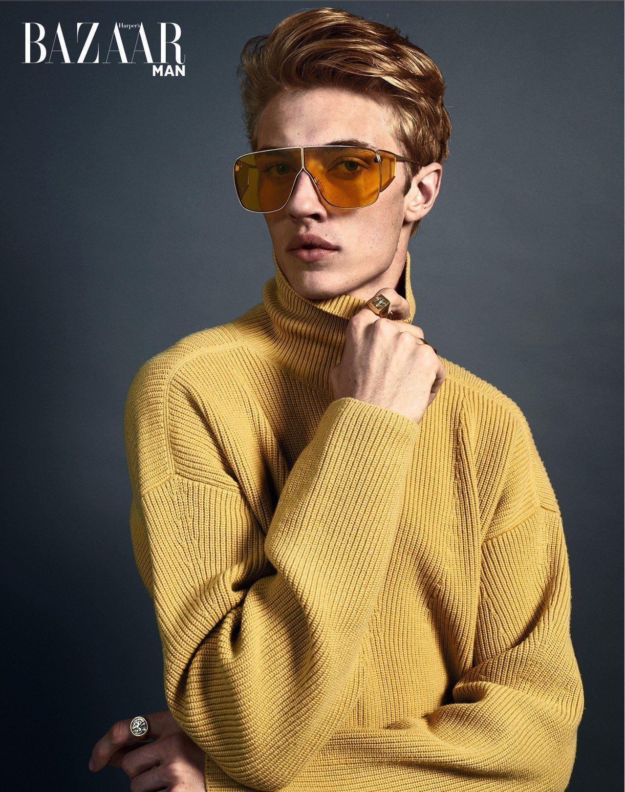 高領針織衫、太陽眼鏡,Tom Ford。 戒指、項鍊,Eli Hali...