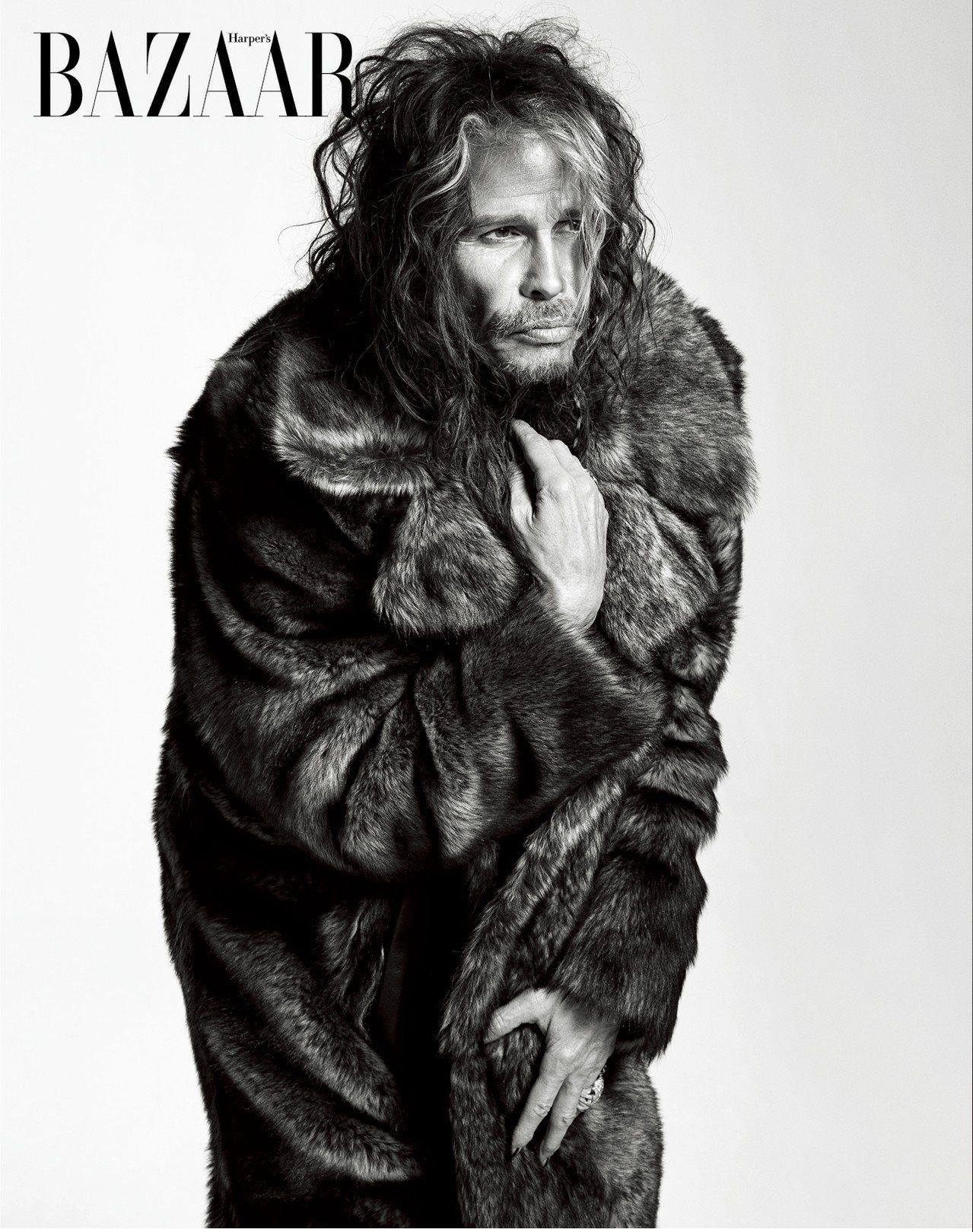 ON STEVEN: 大衣,Givenchy;戒指,私人物品