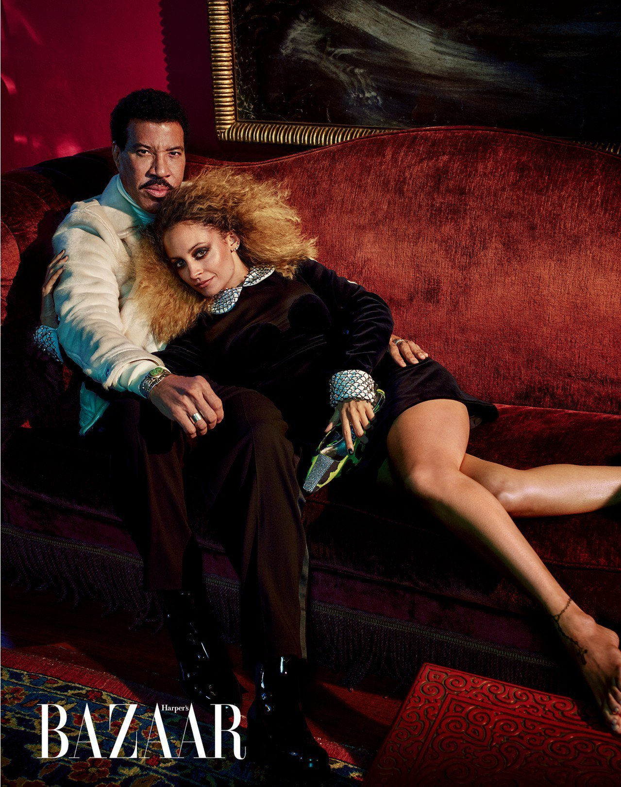 ON LIONEL: 夾克、高領上衣、長褲、靴,Tom Ford;首飾,私人物品...