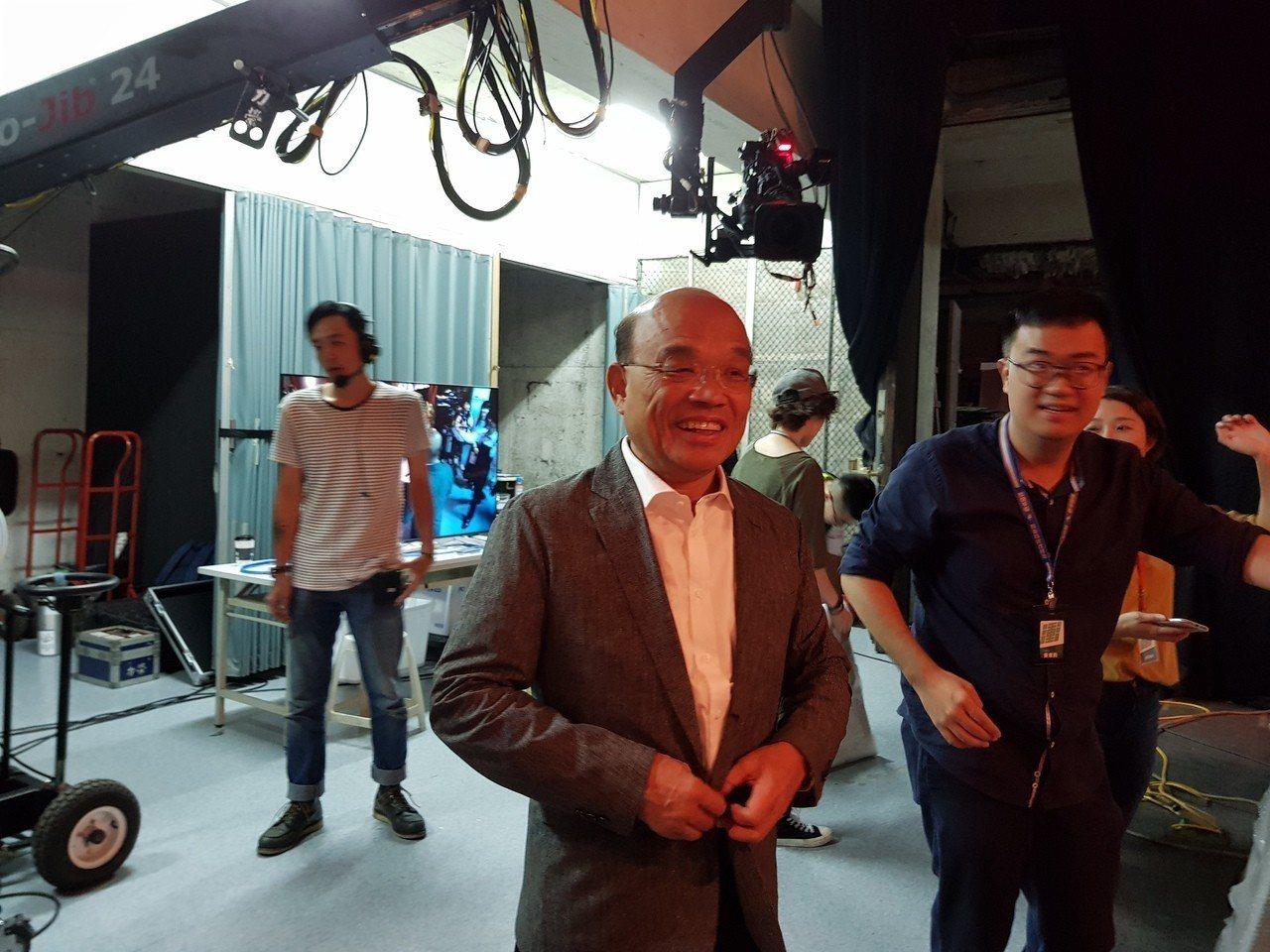 民進黨新北市長參選人蘇貞昌今天到華視上節目專訪,並接受媒體訪問。記者翁浩然/攝影