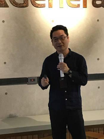精誠AGP營運長蔣居裕解釋AGP計畫內容。記者蔡銘仁/攝影