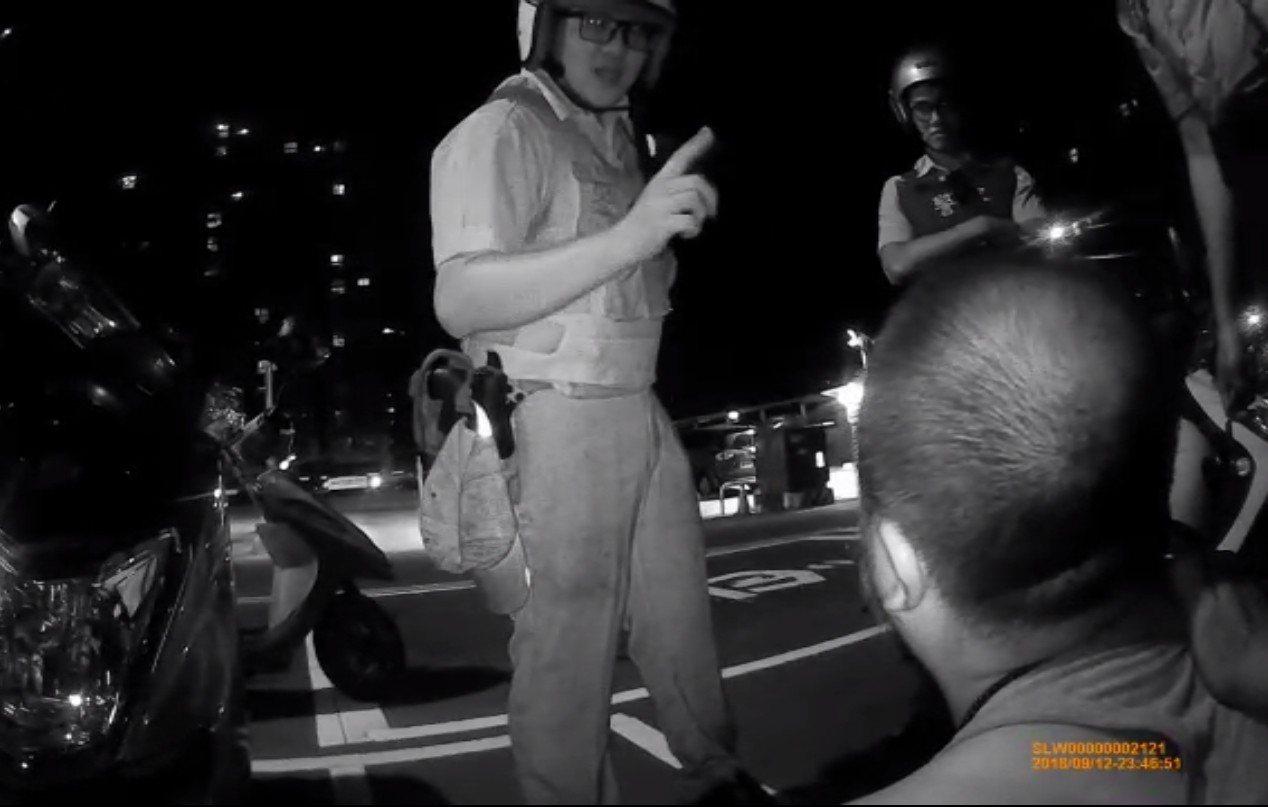 林嫌自新竹出發,沿西濱公路北上,沿途對女性路人襲胸摸臀至少22次,平均每小時摸超...